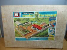 VINTAGE BRITAINS MODEL No.4711  FARM YARD       VN  MIB