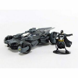 Highly Collectible Justice League Movie Batmobile with Figure 1:32 Hollywd Ride