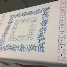 VINTAGE HAND EMBROIDERED WHITE TABLE CLOTH 31X34 INCHES