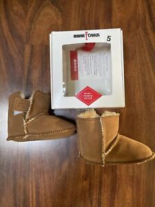 Minnetonka Leather Sheepskin Baby 18 24 Mo Sz 5 Pug Bootie Boots Winter New !!!