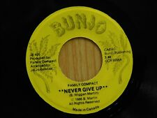 Family Compact Canadian 45 NEVER GIVE UP / TAKE A TRIP - Bunjo VG++