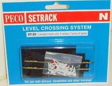 Peco N Setrack ST-20 Level Crossing with Gates. (N) (Model Railways)
