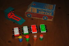 FISHER PRICE LITTLE PEOPLE PLAY FAMILY SERVICE # 930 ACTION GARAGE SET B