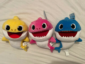 2019 WowWee Pinkfong Baby Shark Yellow Red Blue Working Battery 3 Plush Dolls