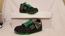 DC SHOES MONGREL CHILDRENS KIDS UK SIZE 13 US YOUTH 1 NEW UNBOXED EURO 32