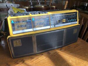 VINTAGE MAGNAVOX D8300 AM FM STEREO CASSETTE RADIO BOOMBOX MDHQ 15 Speakers