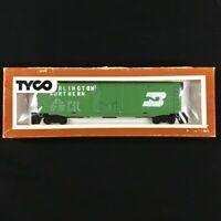 VGC VTG Tyco HO Scale BURLINGTON NORTHERN Plug Door Train Boxcar + Display Box