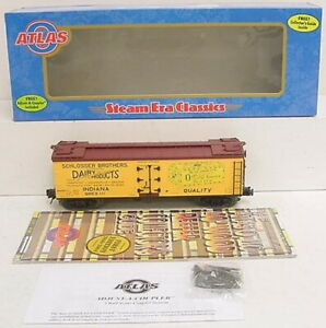 ATLAS 8154-2 Oak Grove Butter Wood Reefer Car (3Rail) NIB