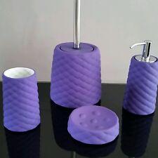 Cuatro piezas de accesorios de baño cerámica violeta