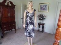 BCBG Maxazria Black W/Beige Print Cap Sleeve Sheath Dress Size M