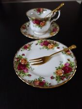 *ROYAL ALBERT BONE OLD COUNTRY ROSES TEA TRIO**TEA CUP, SAUCER, PLATE & CUTLERY*