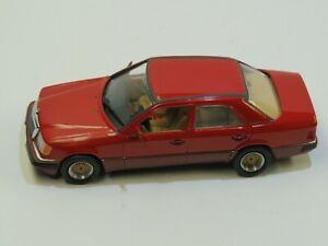 Modell in 1:43 Mercedes Benz 230E - W124 von MINICHAMPS mit Felgentuning...