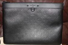 Louis Vuitton 2018 So Black Monogram Shadow Pochette Apollo GM Portefeuille sold out