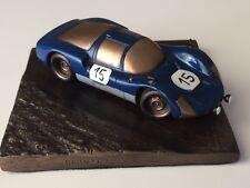Reproduction en bronze Porsche 906 Daytona 1966  échelle 1/43 sur socle