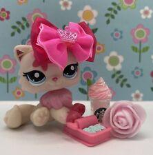 Authentic Littlest Pet Shop # 2532 Pink Cream Persian Cat Flower Blue Eyes