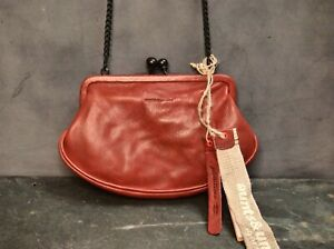Aunts and Uncles Leather Chip Cookie purse in a deep red EUC