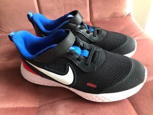Nike Jungen Schuhe Sneaker schwarz/blau/rot Turnschuh Freizeitschuhe Gr. 33 neu