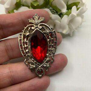 VINTAGE JEWELLERY RUBY RED NAVETTE CRYSTAL ORNATE SILVER TONE BROOCH PIN