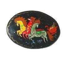 Russische Brosche Troika Petersburger Schlittenfahrt Pferdeschlitten Lackmalerei