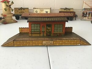 METTOY / BRITTOYS O GAUGE 1950s WAYSIDE STATION BUILDING .