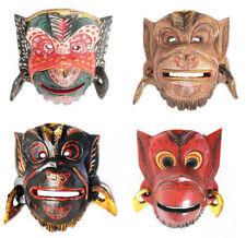Masques et objets ethniques pour la décoration du bureau