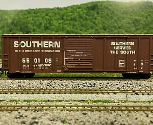 HO Scale - Roundhouse Southern 50' Rib Side Single Door Boxcar 550106 HO3720CB