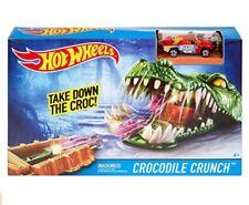 2016 Hot Wheels Crocodile Crunch w/ Green Car Play Set ( NIB )