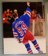 WAYNE GRETZKY HOF HAND SIGNED NEW YORK  RANGERS 8X10 PHOTO + TOP LOADER