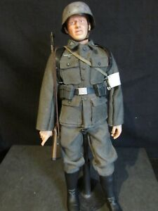 Dragon/21ST Century/1/6th scale WW 11 GERMAN SOLDIER (OP)