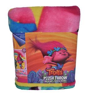 "DreamWorks Trolls Poppy+Branch Cupcakes&Rainbows 46"" x 60"" Micro Raschel Throw"