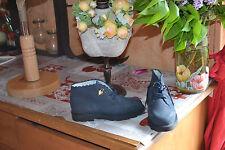 chaussure neuve tartine et chocolat marine avec le coeur 30