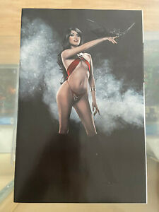 VENGEANCE OF VAMPIRELLA #1 NM 1:30 COSPLAY VIRGIN VARIANT Joanie Brosas