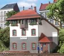 11373 Auhagen HO Kit of a Neumuhle signal box - NEW