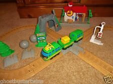 FISHER PRICE GEOTRAX CONDUCTOR CROSSING BUILDING STATION RAILROAD TRAIN SET LOT