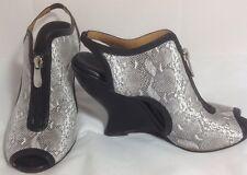New Ask Alice Black & White High Heeled Peep-toe Leather Zip Wedgies SZ 37