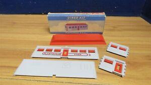 Plasticville (DE-7) Gray & Red Diner Kit in Original Box 602331