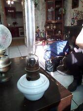 LAMPE A PETROLE EN PORCELAINE