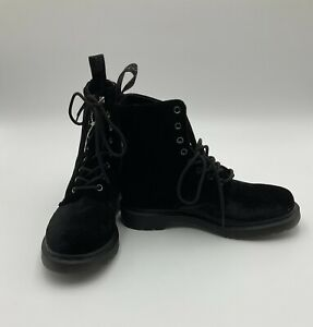 Dr. Marten Page Velvet Lace Up Ankle Boots 8 Eye 90s / Goth Style Boots Sz US 8