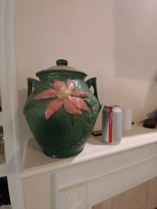 Roseville pottery clematis cookie jar with lid..