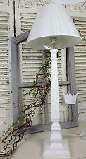 Markenlose Lampen im Shabby-Stil aus Holz