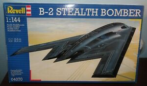 1993 REVELL B-@ Stealth Bomber Model Airplane Kit 04070 Skill Level 3