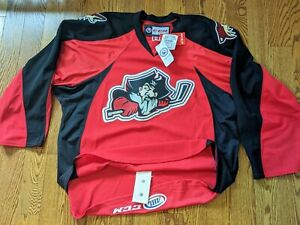 PORTLAND PIRATES Phoenix Coyotes AHL HOME JERSEY ** CCM size 56 Fight Strap NWT