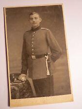 Wiesbaden - stehender Soldat in Uniform - Regiment Nr. 68 - Kulisse / CDV