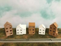 SUBURBAN ROW HOUSES 5 Pc SET in COLOR ~ HOLLOW ~ N Scale 1:160 ~ NO ASSEMBLY!