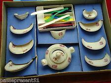 Jolie ancienne dinette en porcelaine décor de roses dans sa boite