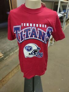 Officially Licensed NFL Game Day Tennessee Titans Helmet Red T-Shirt Vintage