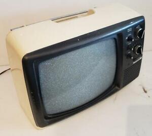 Panasonic B&W TV Vintage LTD TR-802 October 1976 Black & White Retro Gaming