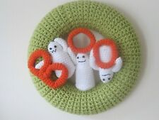 HAND KNITTED SPOOKY GHOSTS HALLOWEEN PARTY INDOOR WREATH. BOO!