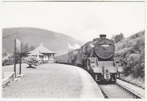 TYNDRUM UPPER RAILWAY STATION IN 1959 - Engines 44968 & 61342 - c1980 ? postcard