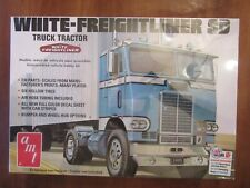 AMT WHITE-FREIGHTLINER SD TRUCK TRACTOR MODEL KIT 1/25 SCALE SUPER-DETAIL NEW